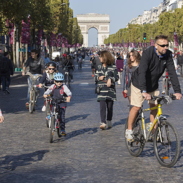 paris ville engag e pour une mobilit durable agence parisienne du climat. Black Bedroom Furniture Sets. Home Design Ideas
