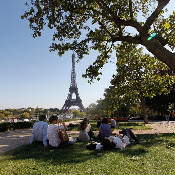 Les Parisien,s à la recherche d'un espace de fraîcheur lors de chaudes soirées d'été