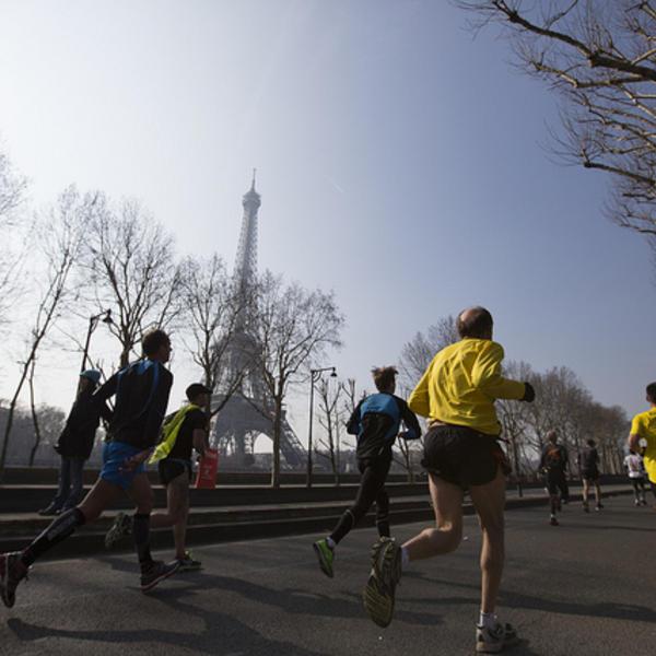 Coureurs du marathon de Paris. Crédit : Marc CARAVEO, sur Flickr