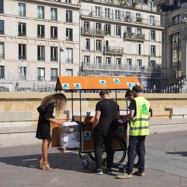 Parisiens votant pour le Budget Participatif