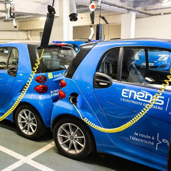 Des véhicules électriques de service d'Enedis