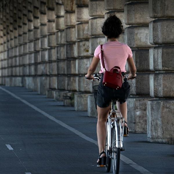 Une cycliste à Paris