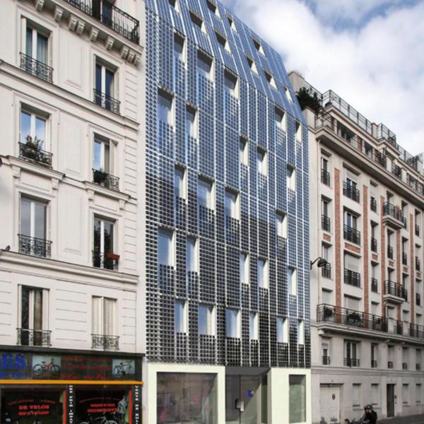 un immeuble d 39 habitation avec une fa ade photovolta que agence parisienne du climat. Black Bedroom Furniture Sets. Home Design Ideas