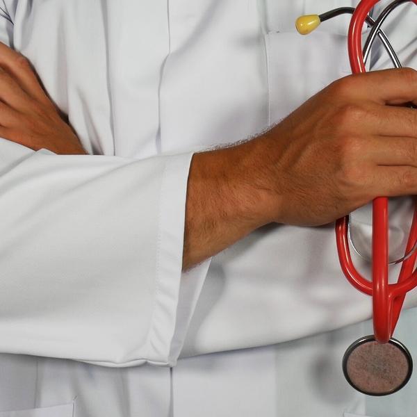 Docteur avec un stéthoscope