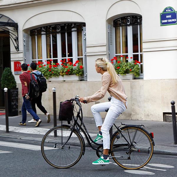 Cyclistes et piétons en ville