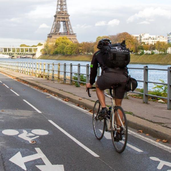 Une piste cyclable à Paris