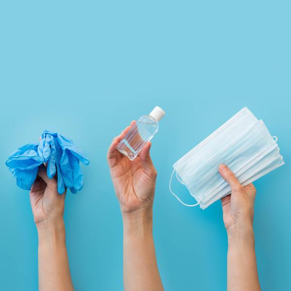 Gants, gel et masques composés de plastique